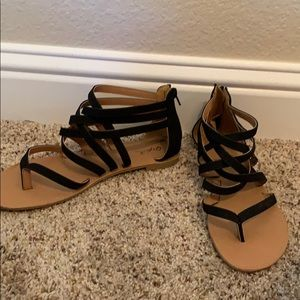 Qupid Women's Black Strappy Sandals